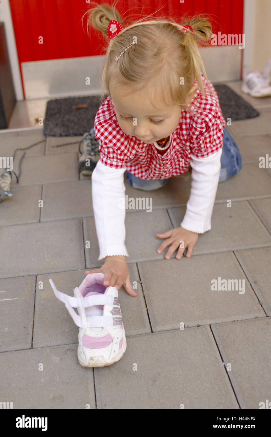 Girls, creep, shoe, take, people, child, infant, childhood, outside, leisure time, velcro fastening, whole body, - Stock Image