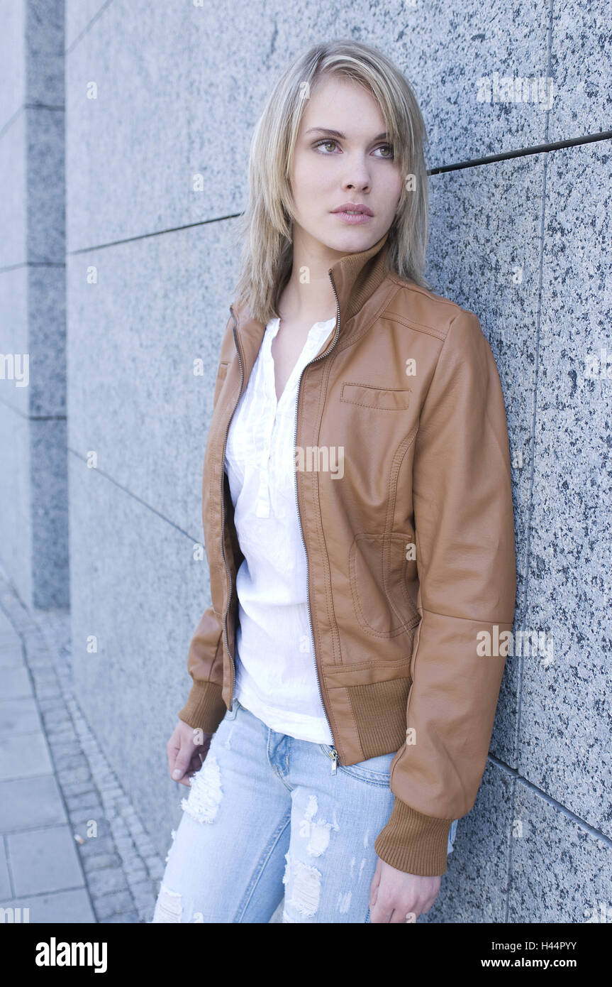 Woman, stand young, facade, leant, - Stock Image