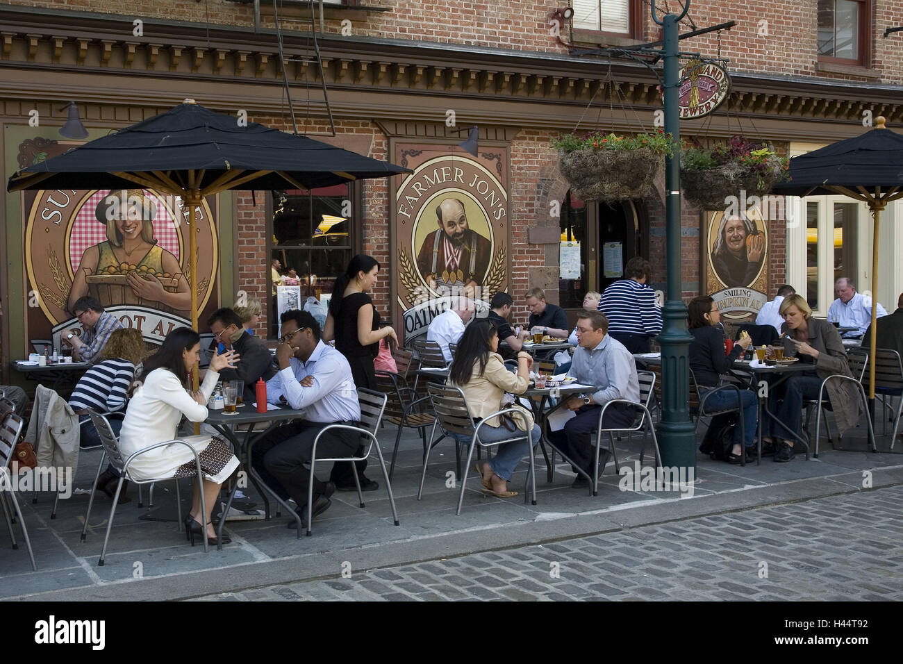 The USA, New York city, restaurant, outside, guests, North America, bar, gastronomy, tables, sit, lunches, lunch - Stock Image