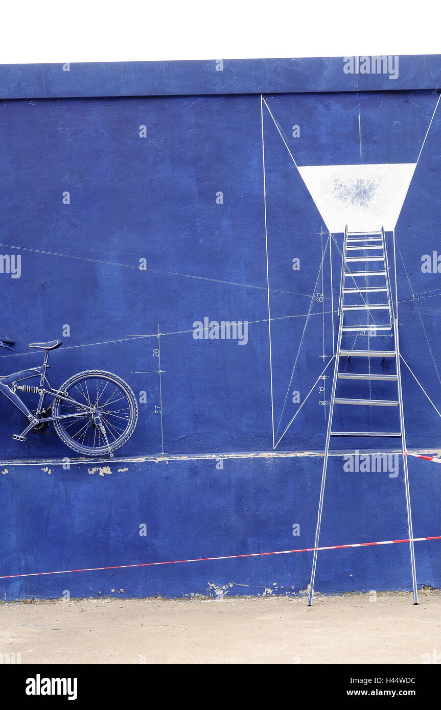 Backyard, exterior wall, head, bicycle, wall, blue, color, delineation, barrier tape, - Stock Image