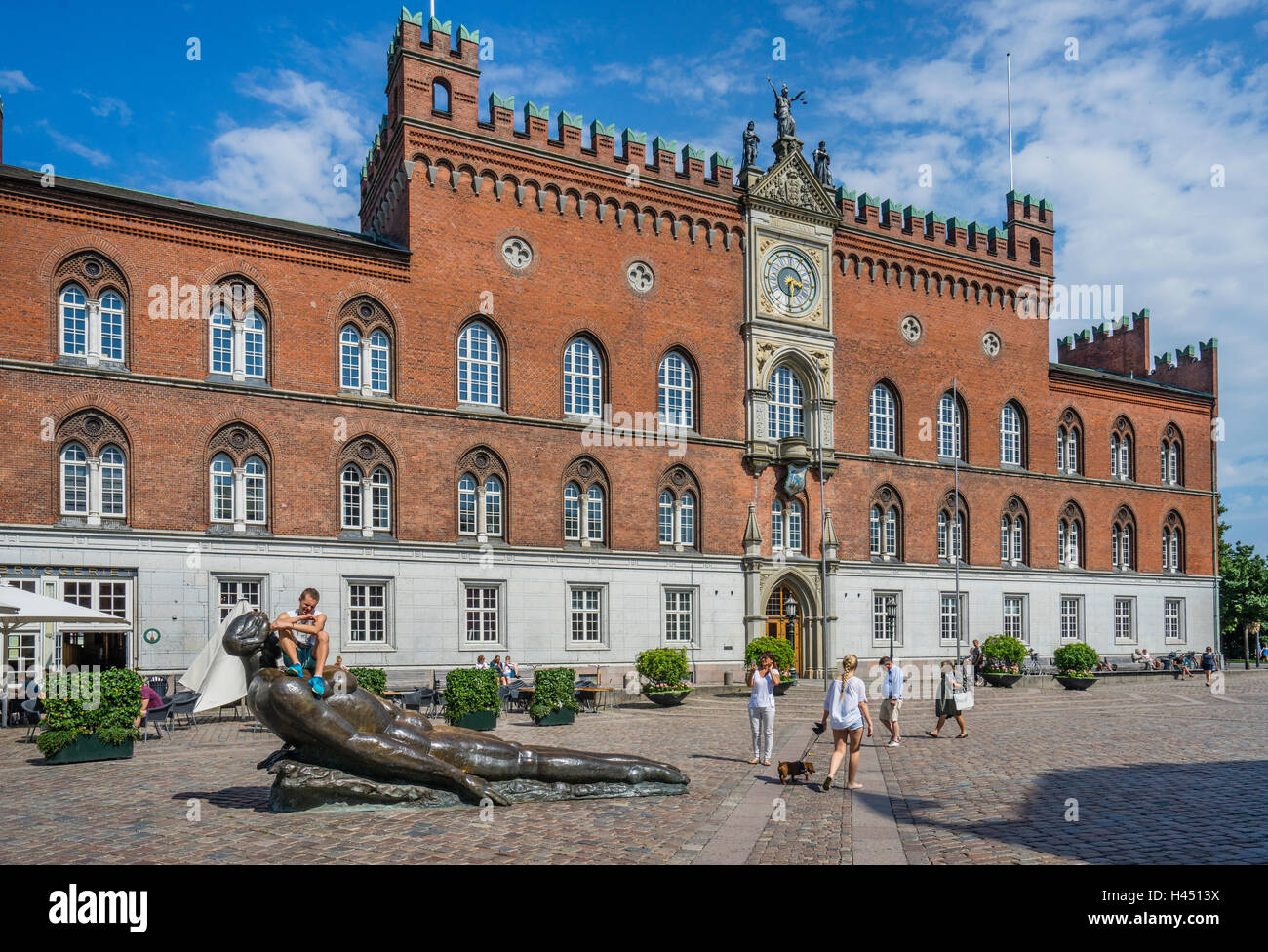 Denmark, Funen, Odense, view of Flakhaven central square with the Italian-Gothic Odense City Hall, bronce sculpture - Stock Image
