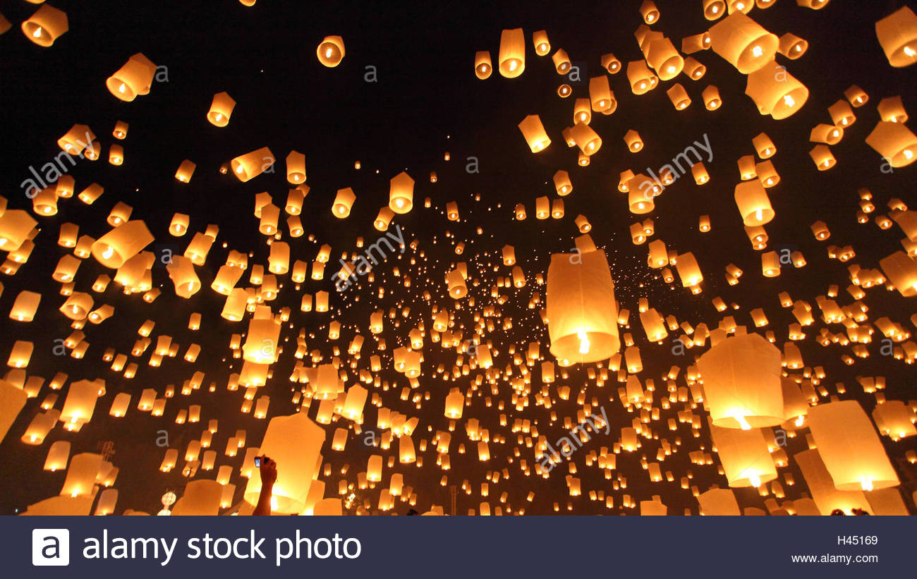 Floating lanterns ceremony or Yeepeng ceremony, traditional Lanna Buddhist ceremony in Chiang Mai, Thailand Stock Photo