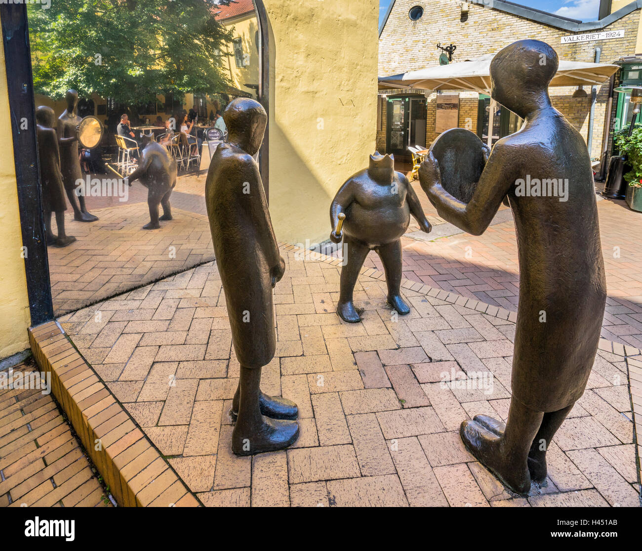 Denmark, Funen, Odense, bronce sculpture group titled 'The Emperor's New Clothes' by Keld Moseholm Jorgensen - Stock Image