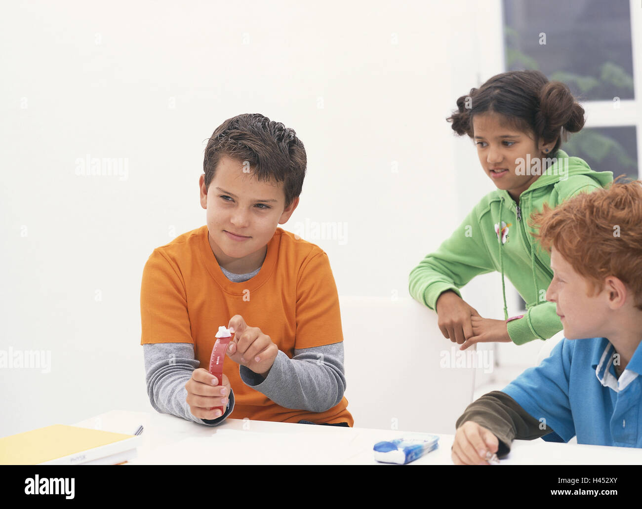 School, classroom, break, schoolboy, paper sphere shoot, high-spirited, school desk, school break, person, children, - Stock Image