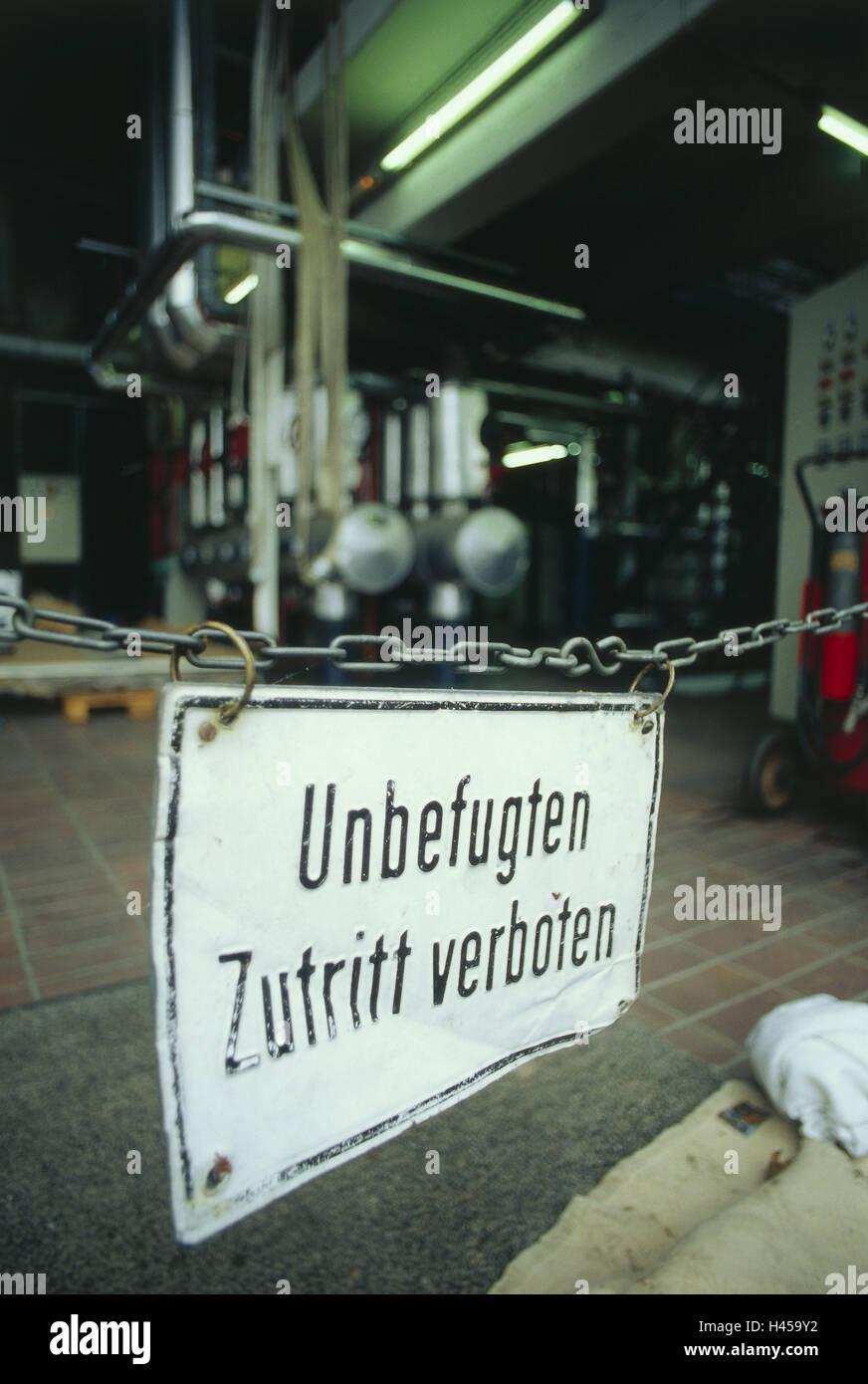 Machinery building, sign, no entry, blocking, catena, hall, machines, ban, input, tip, sign, warning, no parking - Stock Image