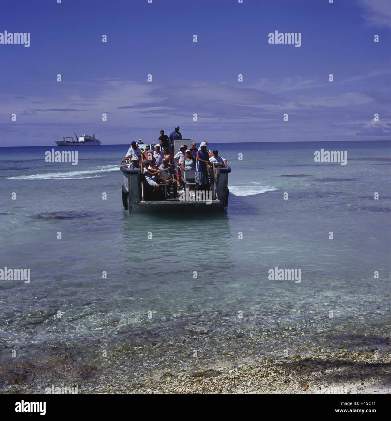 French Polynesia, Rangiroa, sea, tourist boat, the Pacific, coast, beach, ship, boat, person, tourist, boat tour, - Stock Image