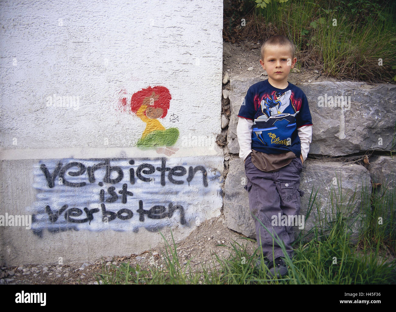 Child, boy, defensive wall, stroke, 'forbid is alone forbidden', childhood, opinion, freedom opinion, whole - Stock Image