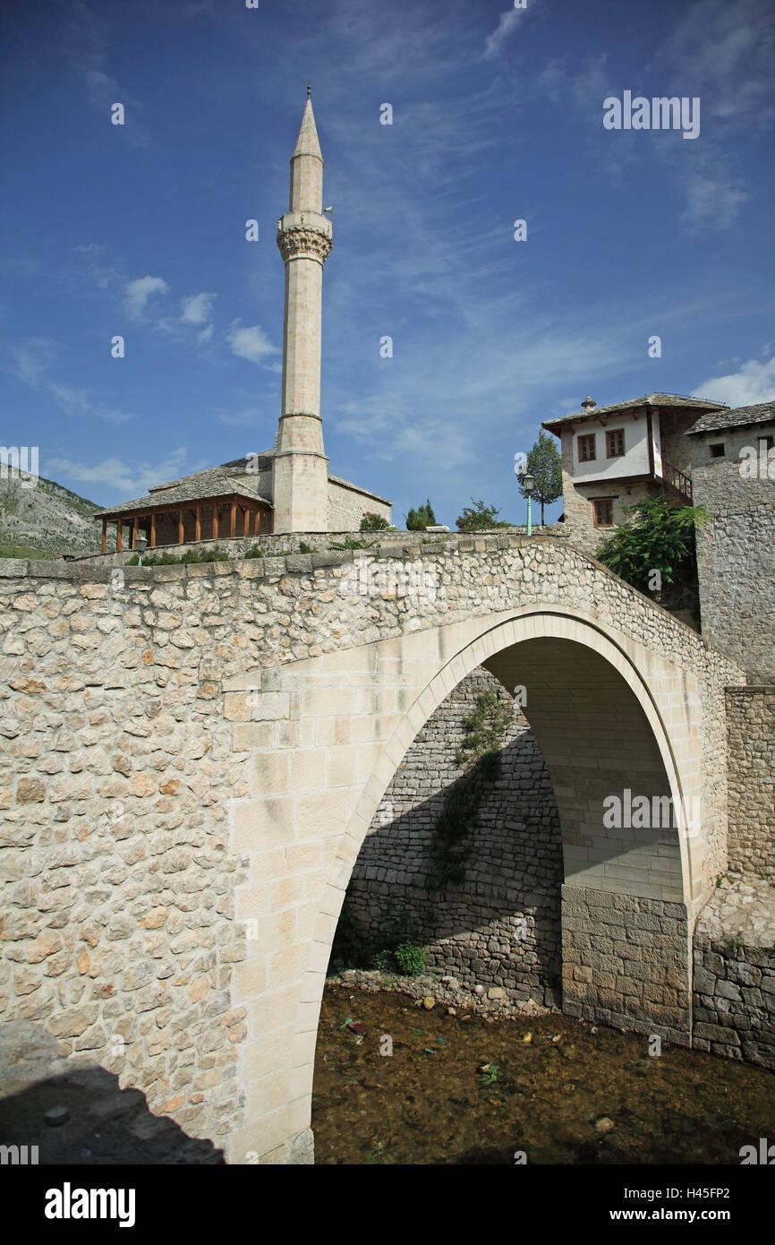 Bosnia-Herzegovina, Mostar, townscape, Old Town, bridge, mosque, minaret, Europe, Balkan Peninsula, Herzegovina - Stock Image
