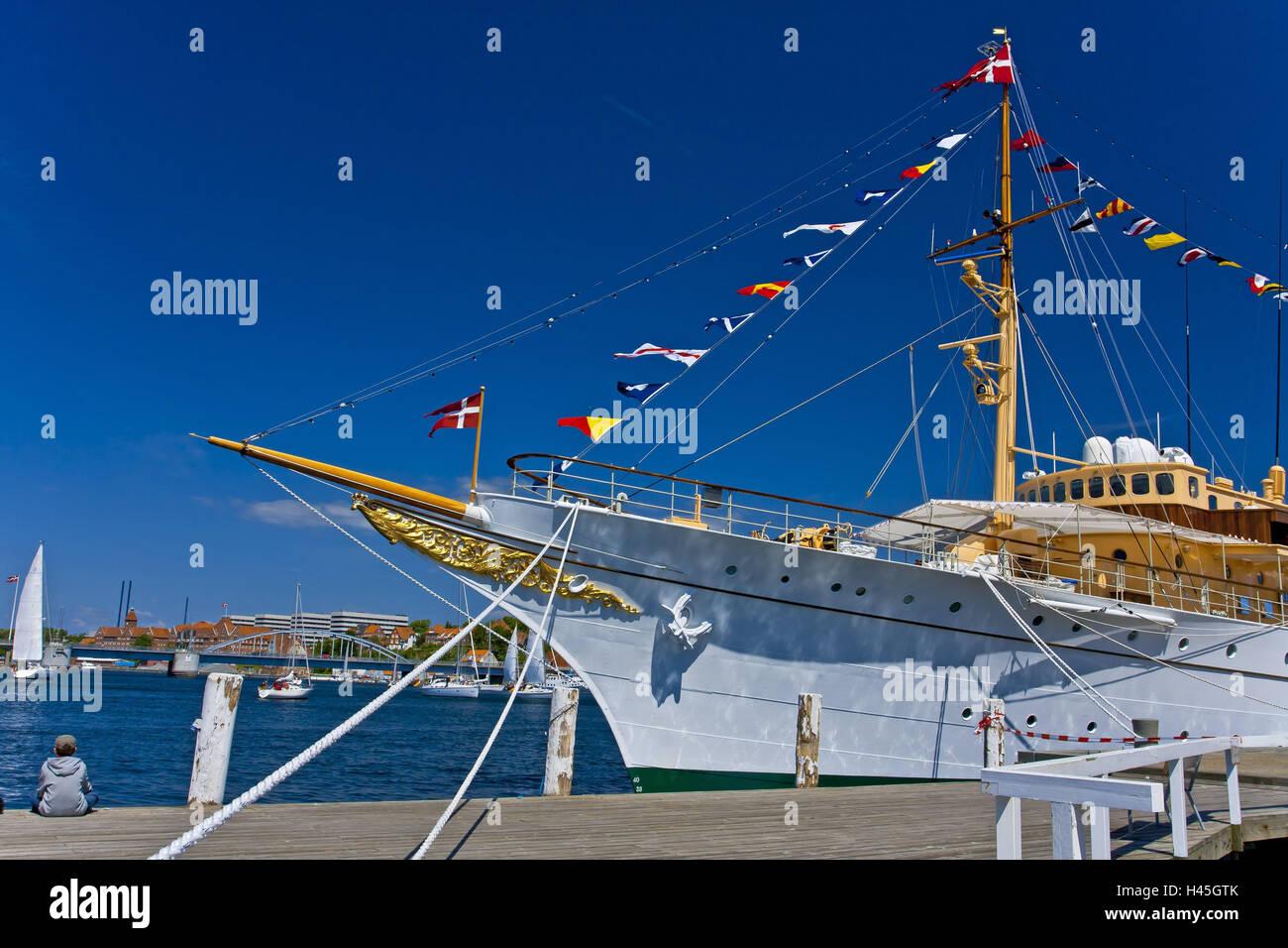Denmark, Jutland, Sonderborg, pier, royal yacht 'Dannebrog', boy, harbour wall, sitting, - Stock Image
