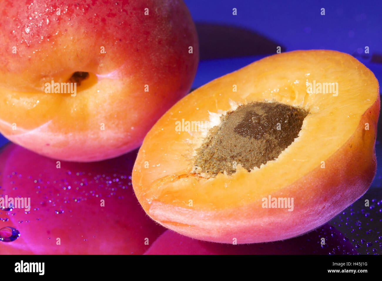 Apricots, completely, halves, core, close up, - Stock Image