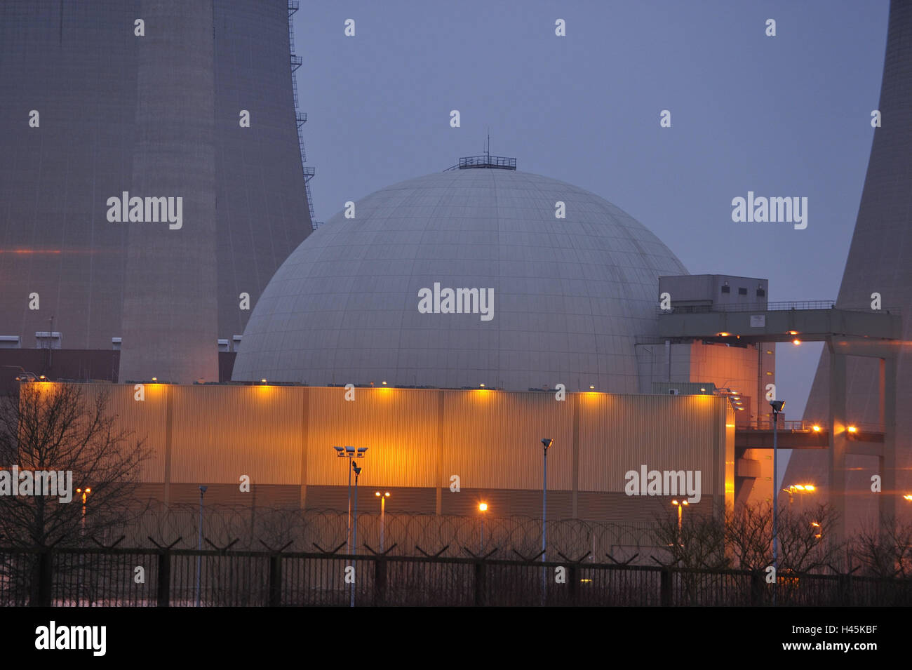Germany, Bavaria, field Grafenhein, nuclear power plant, reactor building, fence, night, lighting, Lower Franconia, - Stock Image