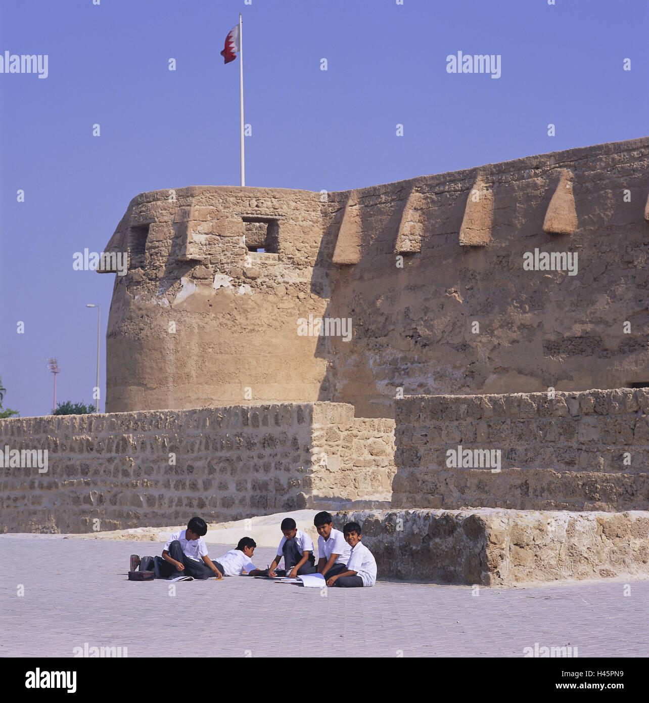 Bahrain, island Muharraq, fortress, Qala'at Arad, children, no model release, island state, sheikdom, destination, - Stock Image