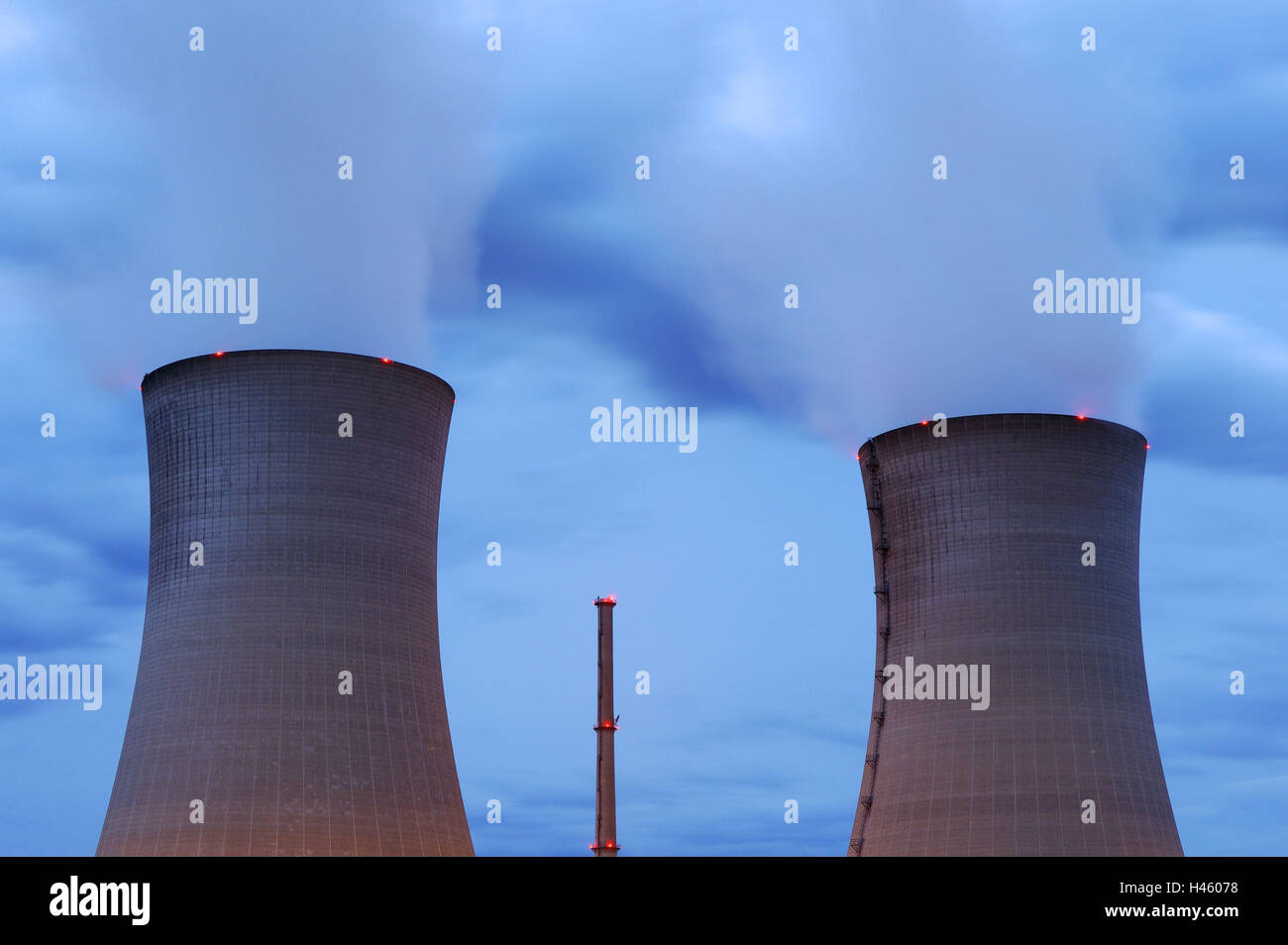 Germany, Bavaria, nuclear power plant, field Grafenrhein, cooling towers, smoke, evening, Lower Franconia, field - Stock Image