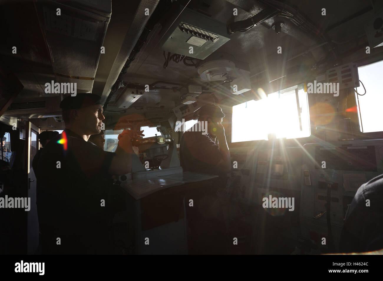 Embargoed until 1900 Thursday October 13 Bridge crew on board HMS Cattistock - a Royal Navy Hunt-class mine countermeasures - Stock Image