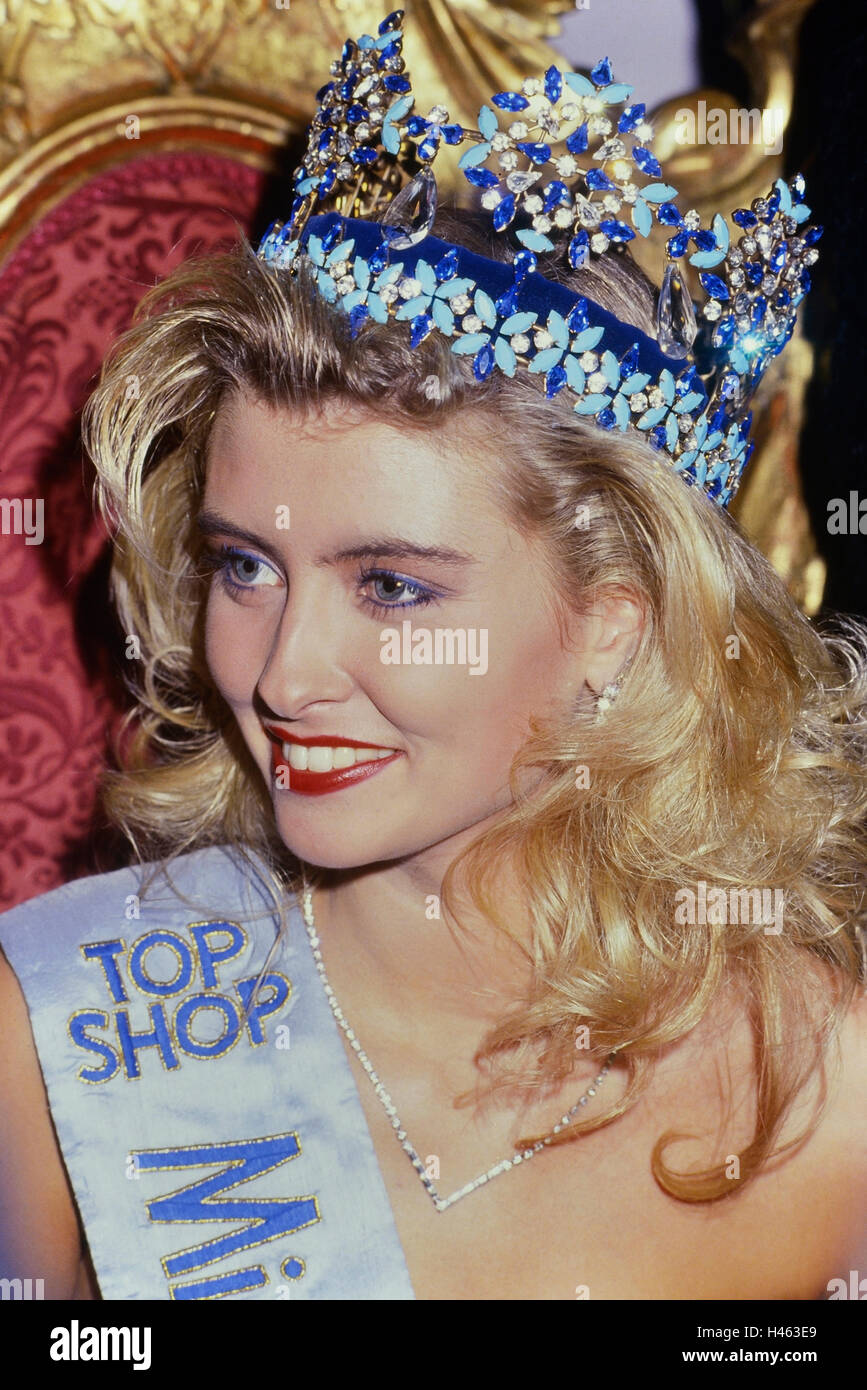 Miss World 1988. Linda Pétursdóttir (Queen of Europe) from Iceland. Royal Albert Hall. 17th November 1988. Stock Photo