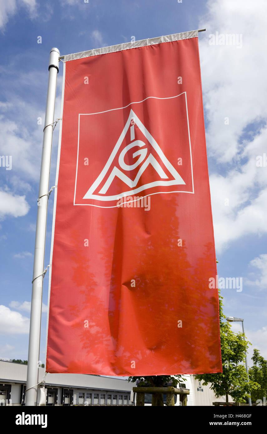 Flag, IG metal, company premises, no property release, flag, flagpole, logo, figure, IGM, metal IG, red, trade union, - Stock Image