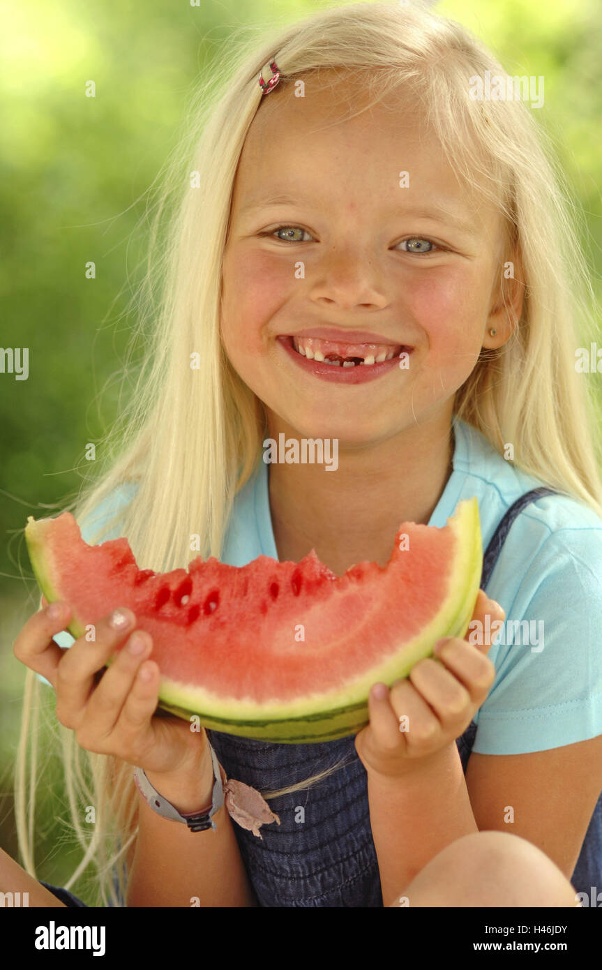 Girls, blond, watermelon, eat, there, smile, tooth gaps, portrait, model released, people, child portrait, fruit, - Stock Image