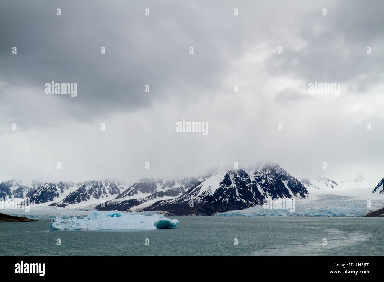 svalbard cruise aroung the glaciers of island - Stock Image