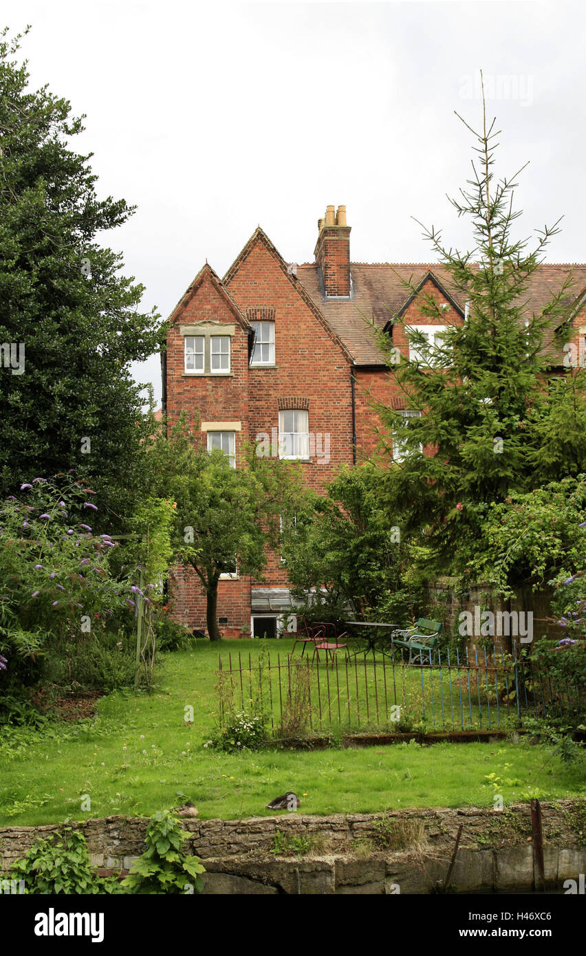 UK, Oxford, residential house, garden, summer, England, house, brick building, meadow, outdoor furniture, trees, - Stock Image