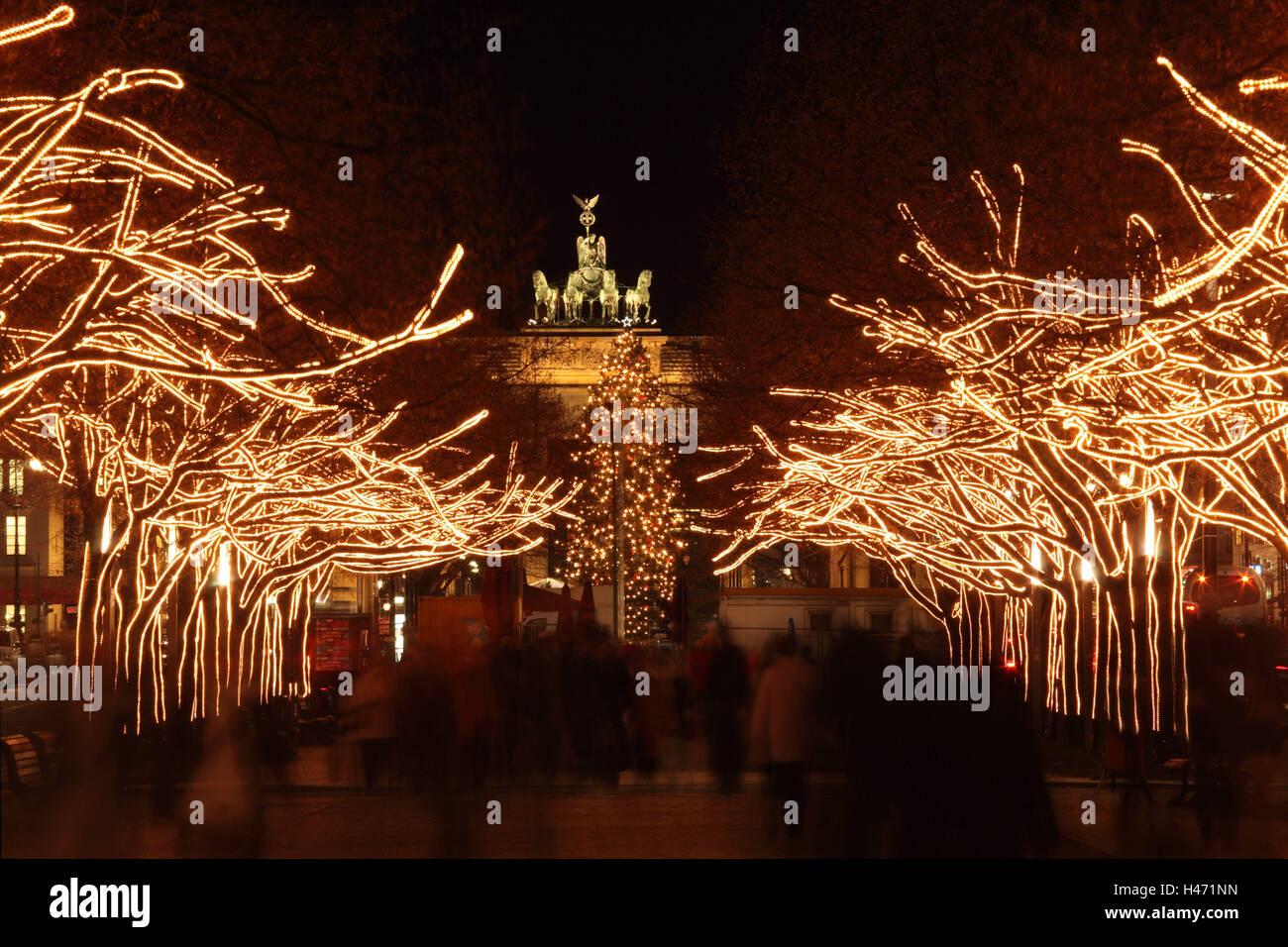 Unter Den Linden Weihnachtsbeleuchtung.Berlin Unter Den Linden Festive Christmas Lighting View On The