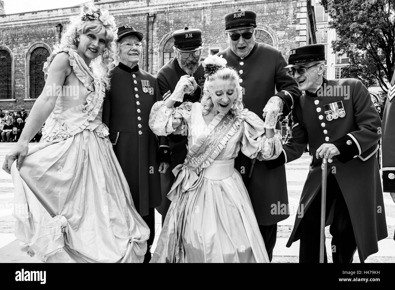 The Event Performer Donna Maria With A Group Of Chelsea Pensioners At The Pearly Kings and Queens' Harvest Festival, - Stock Image