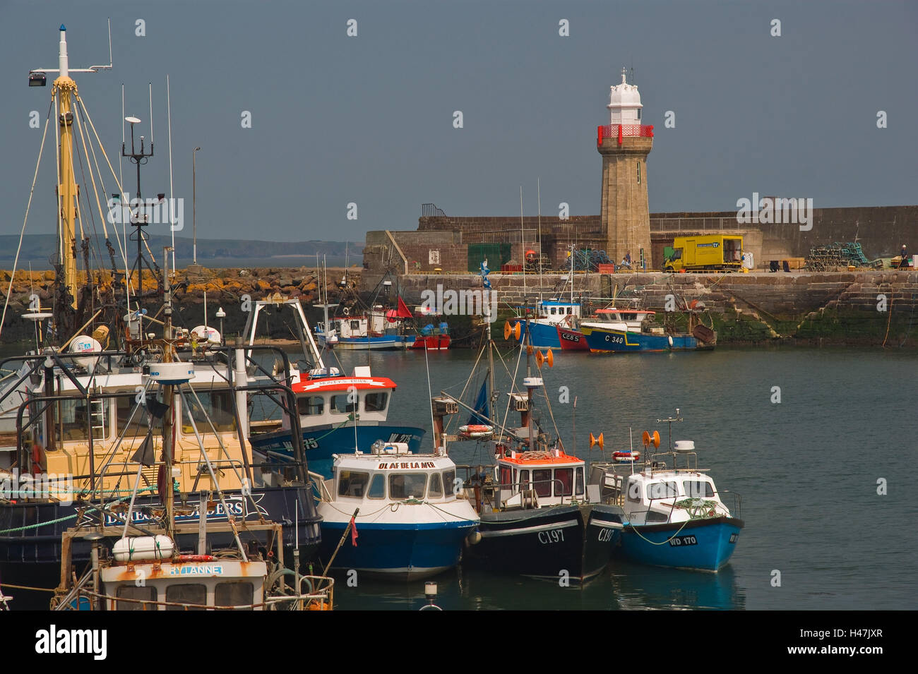 Ireland, beacon Dunmore East, harbour, ships, - Stock Image