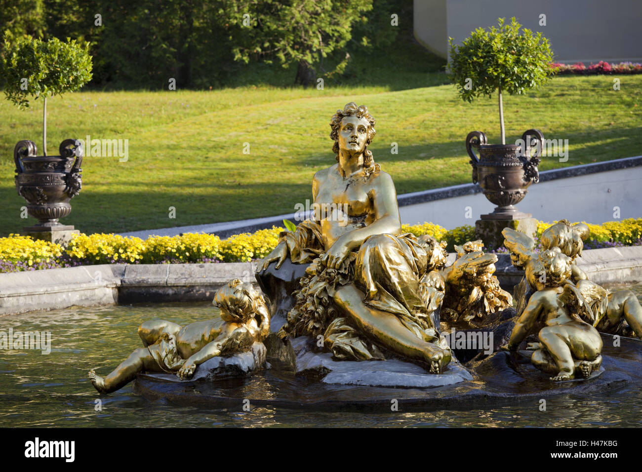 Germany, Bavaria, castle gentle court, statue, well, - Stock Image