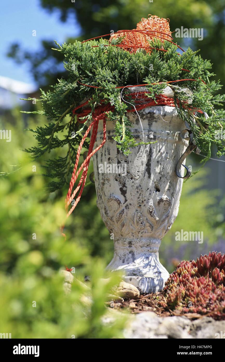 Stoneware jug, flower arrangement, Konifere, Banksia, cup, All Saints' Day, tomb, tomb jewellery, autumn, pot, - Stock Image