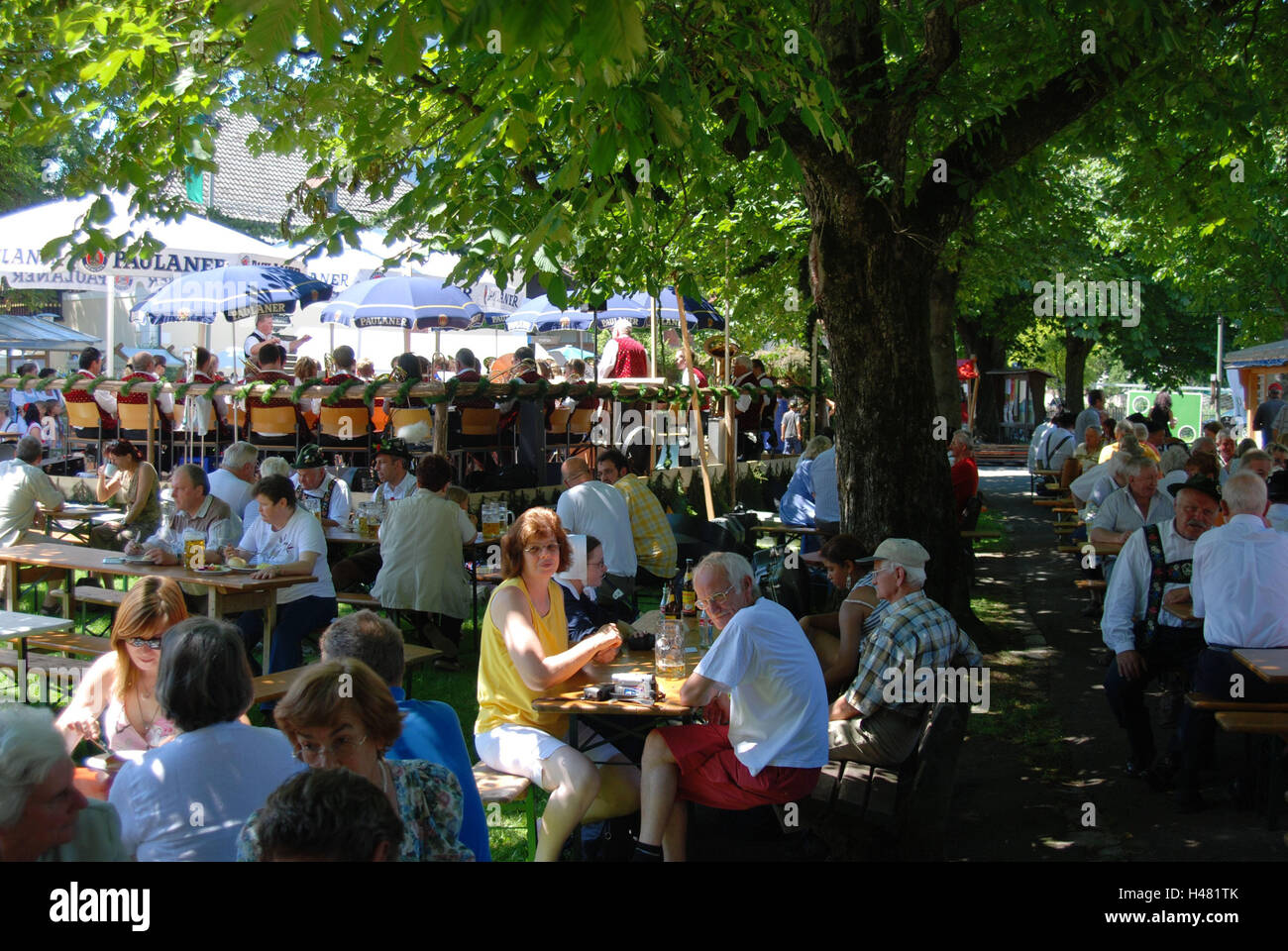 Germany, Upper Bavaria, Farchant, village feast, film set, band, spectator, South Germany, Bavaria, Werdenfels, - Stock Image