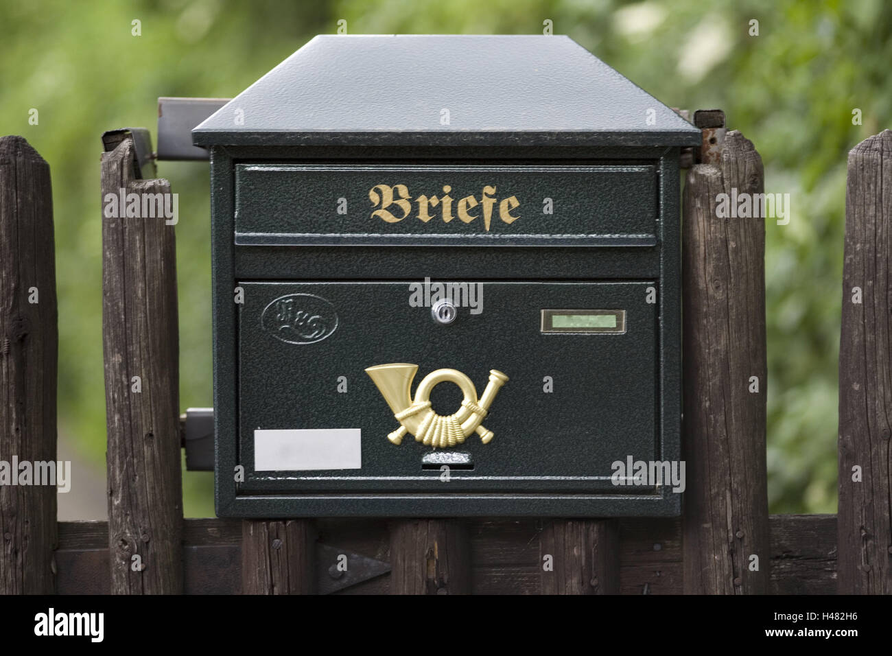 Mailbox, garden fence, fence, post, product photography, communication, letters, letterbox, post horn, - Stock Image