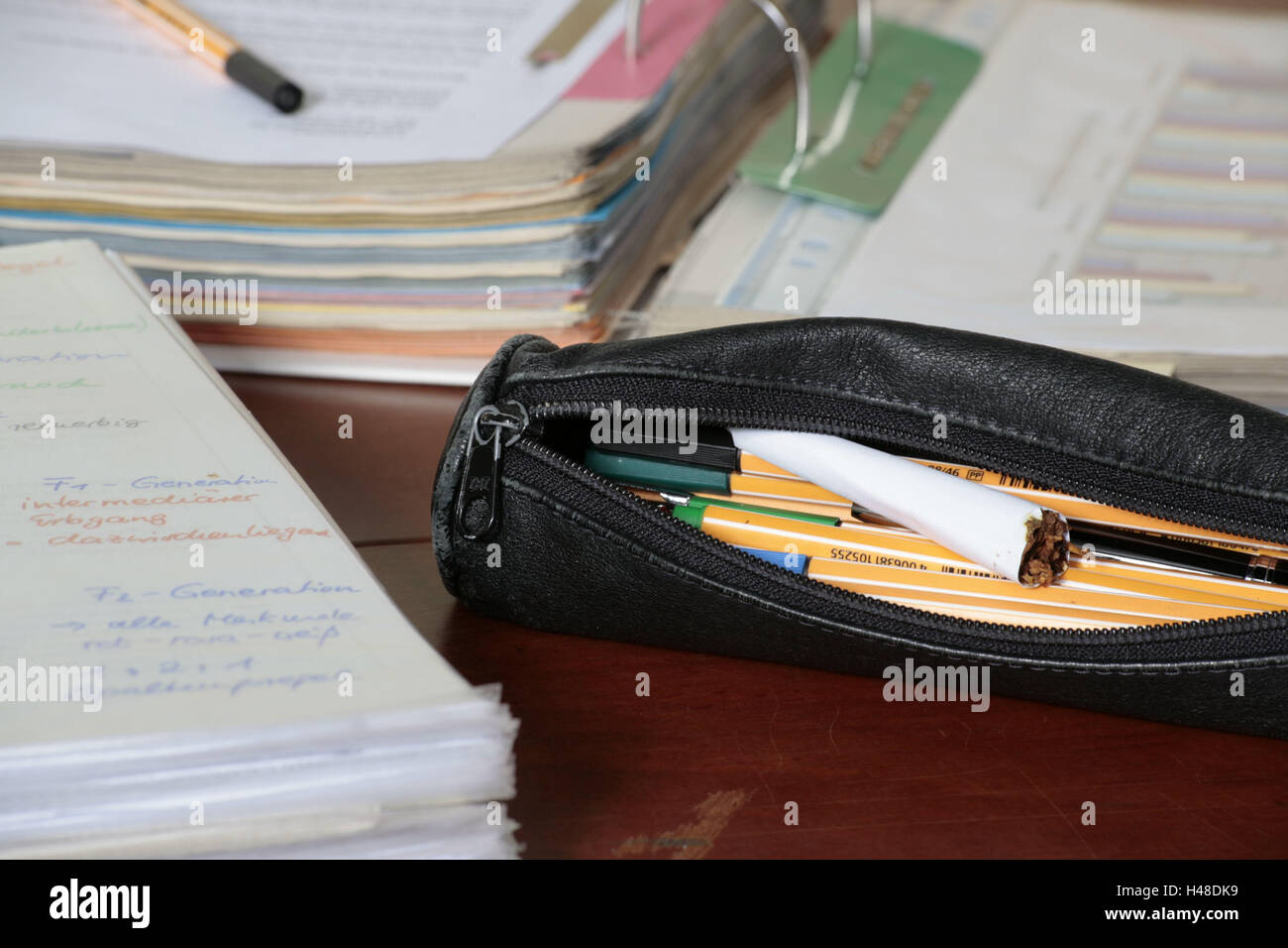 School, school desk, feather case, openly, pens, joint, briefcases, medium close-up, youth, drug, school everyday - Stock Image
