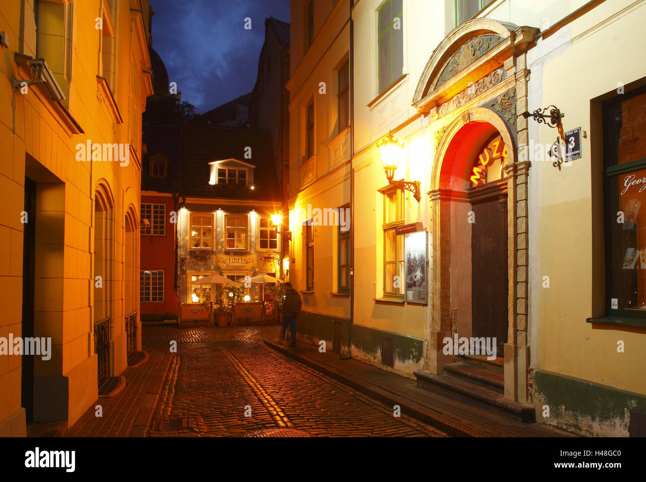 Latvia, Riga, Kramu Iela with historic homes in the Old Town, in the evening, - Stock Image