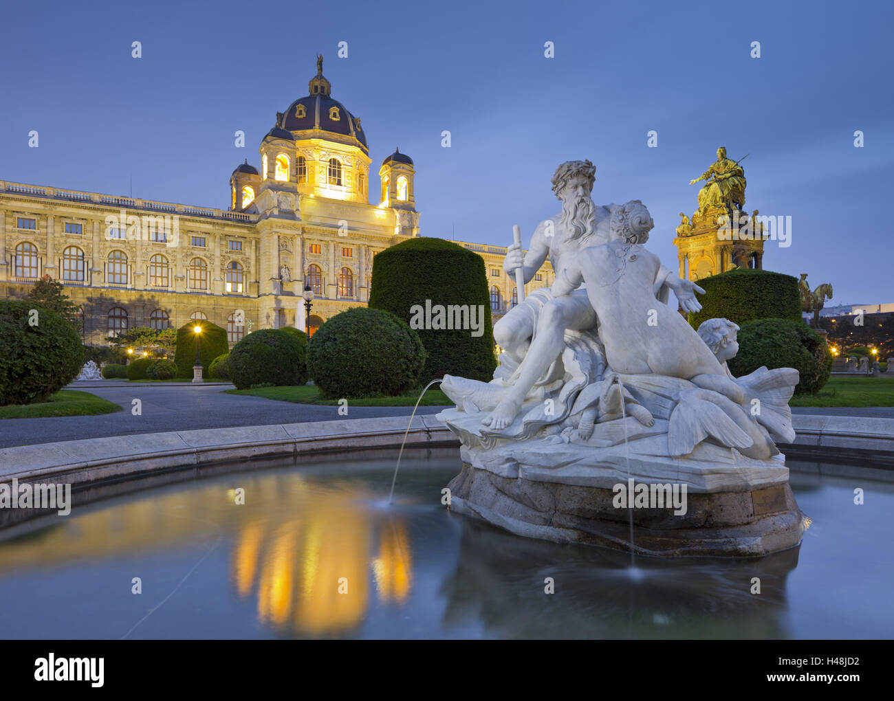 Austria, Vienna, 1st district, Museum of Art History, well, Maria Theresia monument, evening, Stock Photo