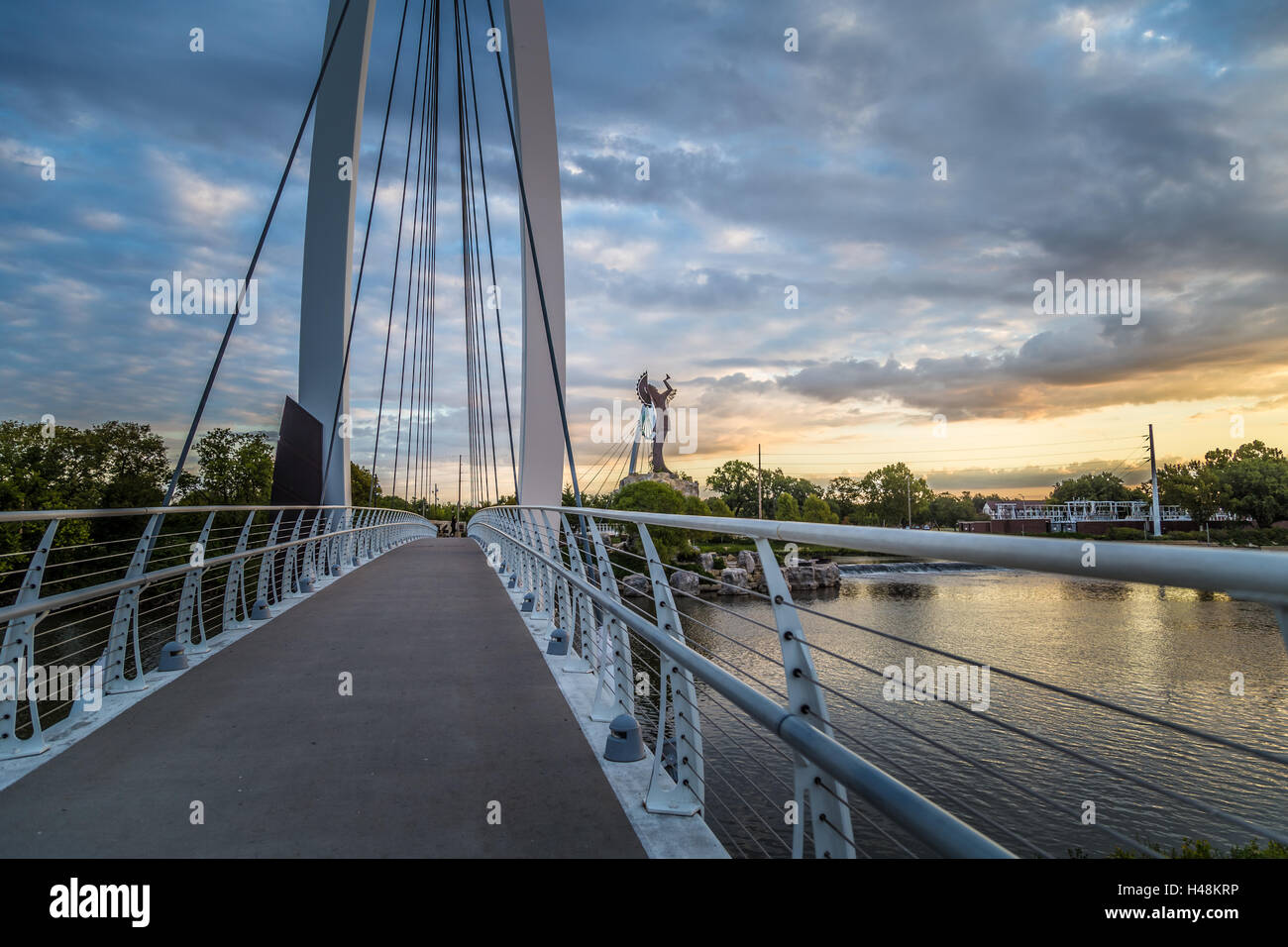 Keeper of the Plains in Wichita, Kansas bridge near sunrise - Stock Image