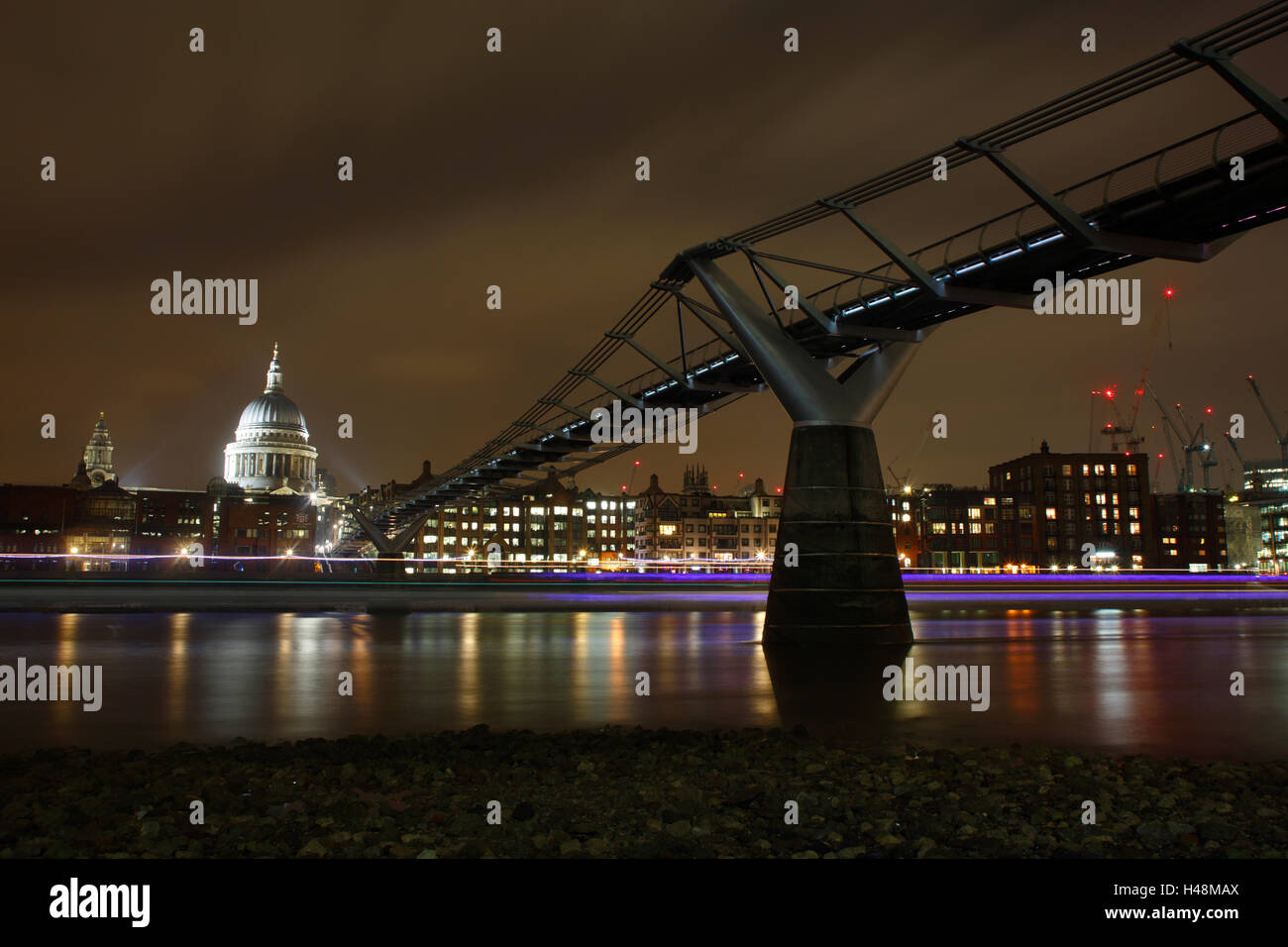 The Millennium footbridge spanning the Thames with St Paul's cathedral in the background - Stock Image