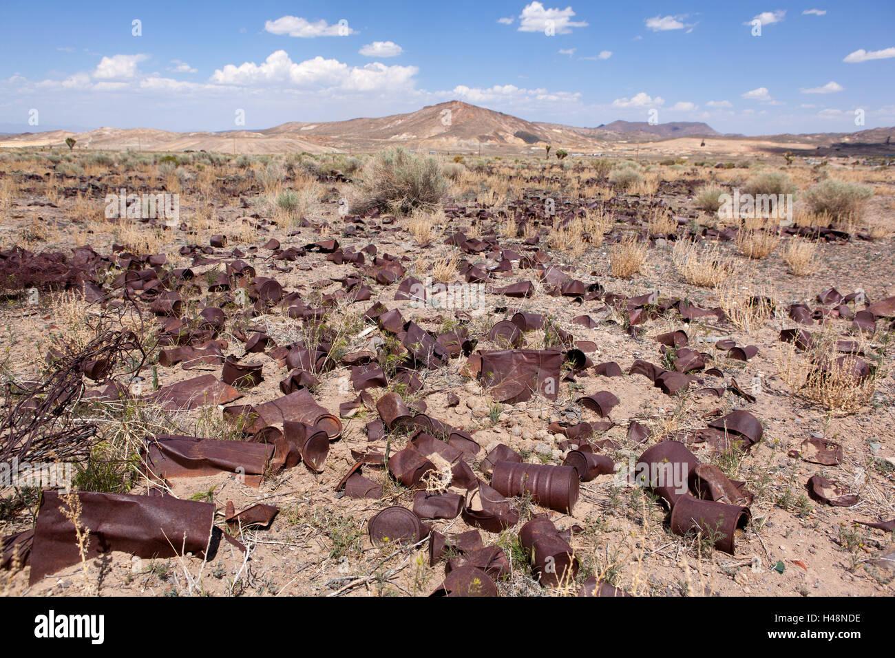 USA, Nevada, garbage, rusty tins, - Stock Image