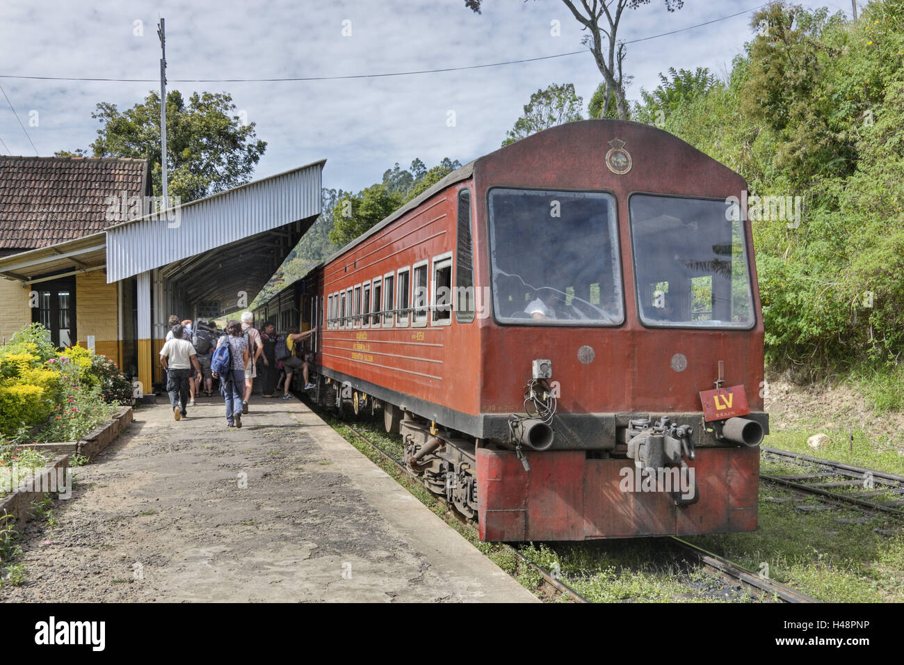 Sri Lanka, Ella, travellers, railway station, train, Stock Photo