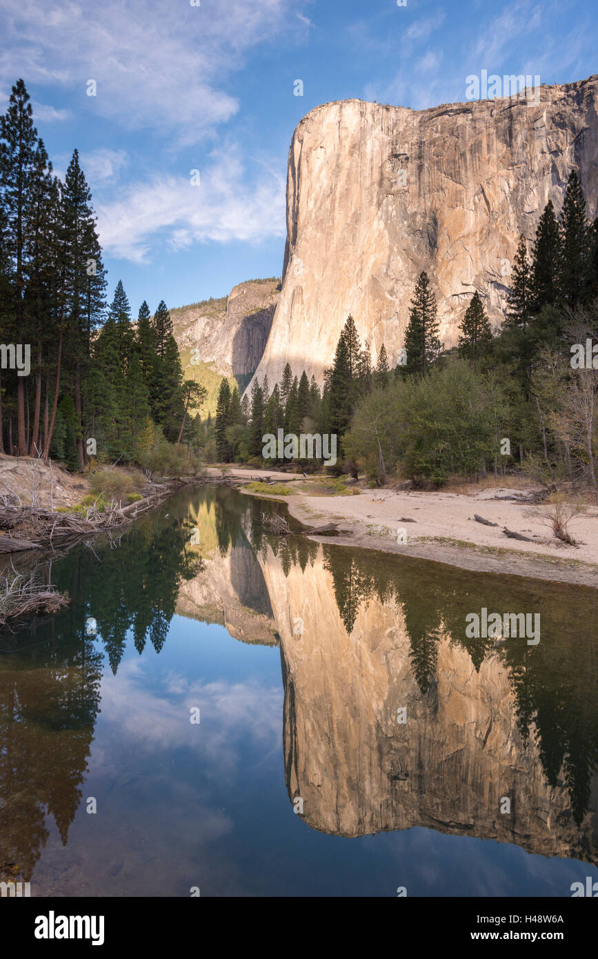 El Capitan reflected in the Merced River in Yosemite Valley, Yosemite National Park, California, USA. Autumn (October) - Stock Image