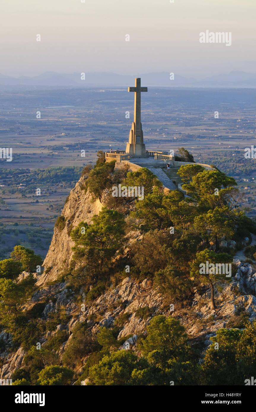 Cross, view from the monastery mountain 'Puig de Sant Salvador', Majorca, Spain, - Stock Image