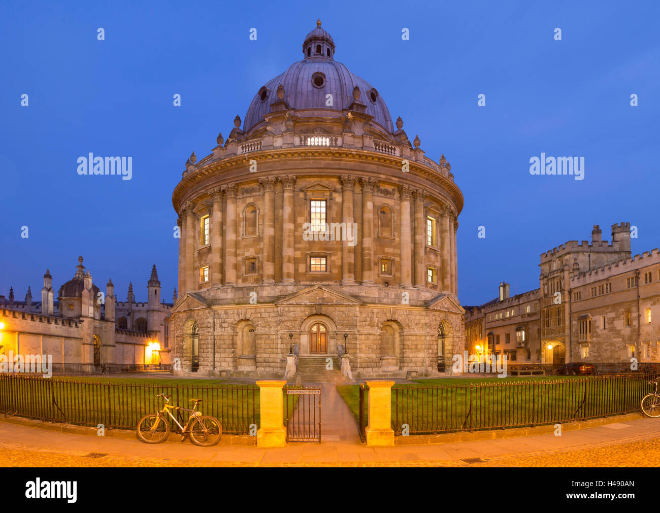The Radcliffe Camera at twilight, Oxford, England. - Stock Image