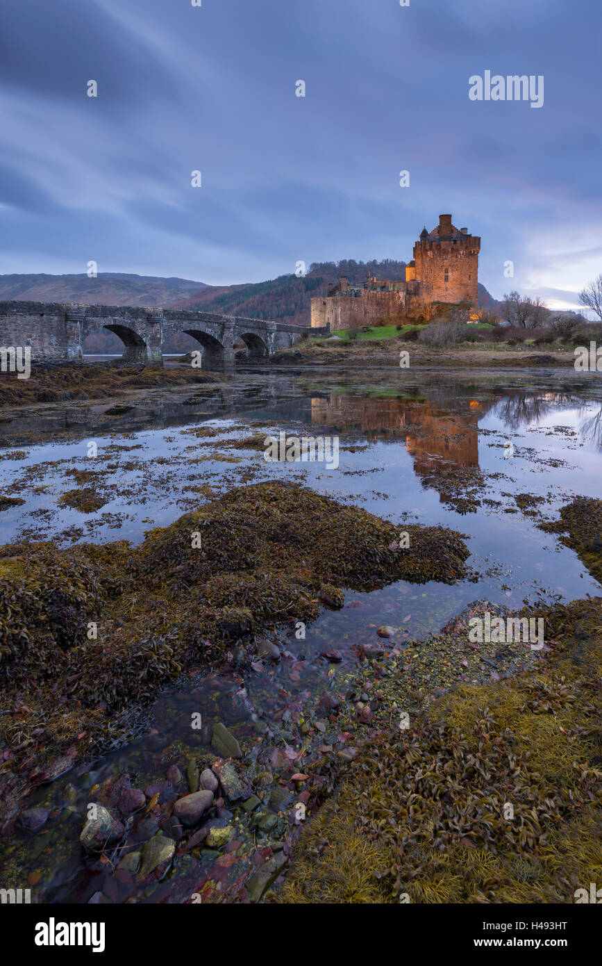 Eilean Donan Castle at twilight, Dornie, Scotland. - Stock Image