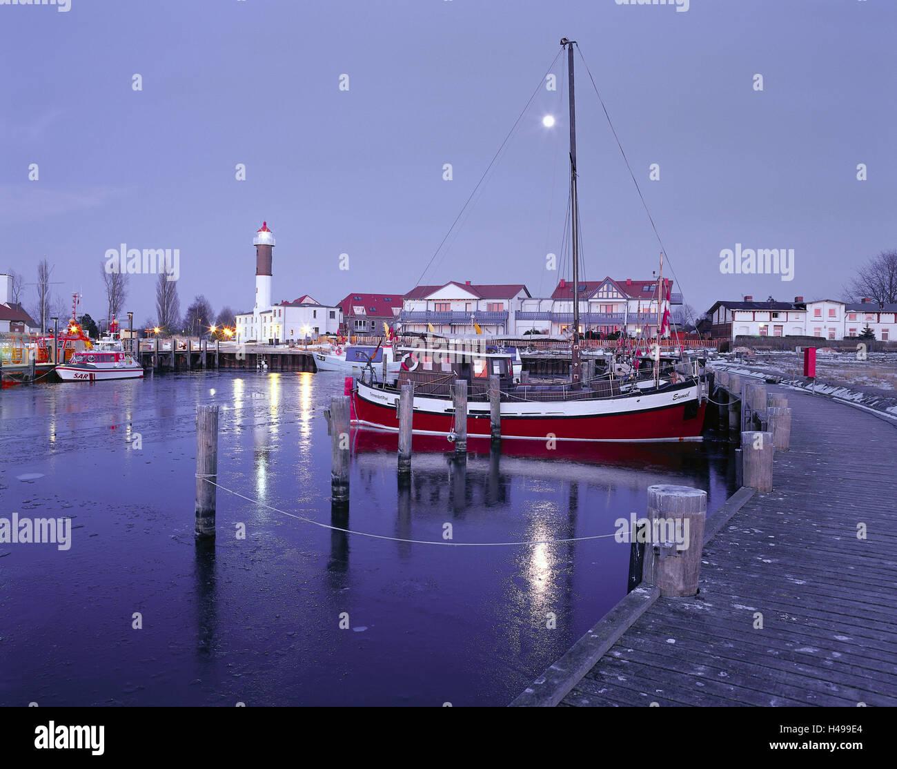 Germany, Mecklenburg-Western Pomerania, island Poel, Timmendorf, harbour, ships, evening mood, - Stock Image