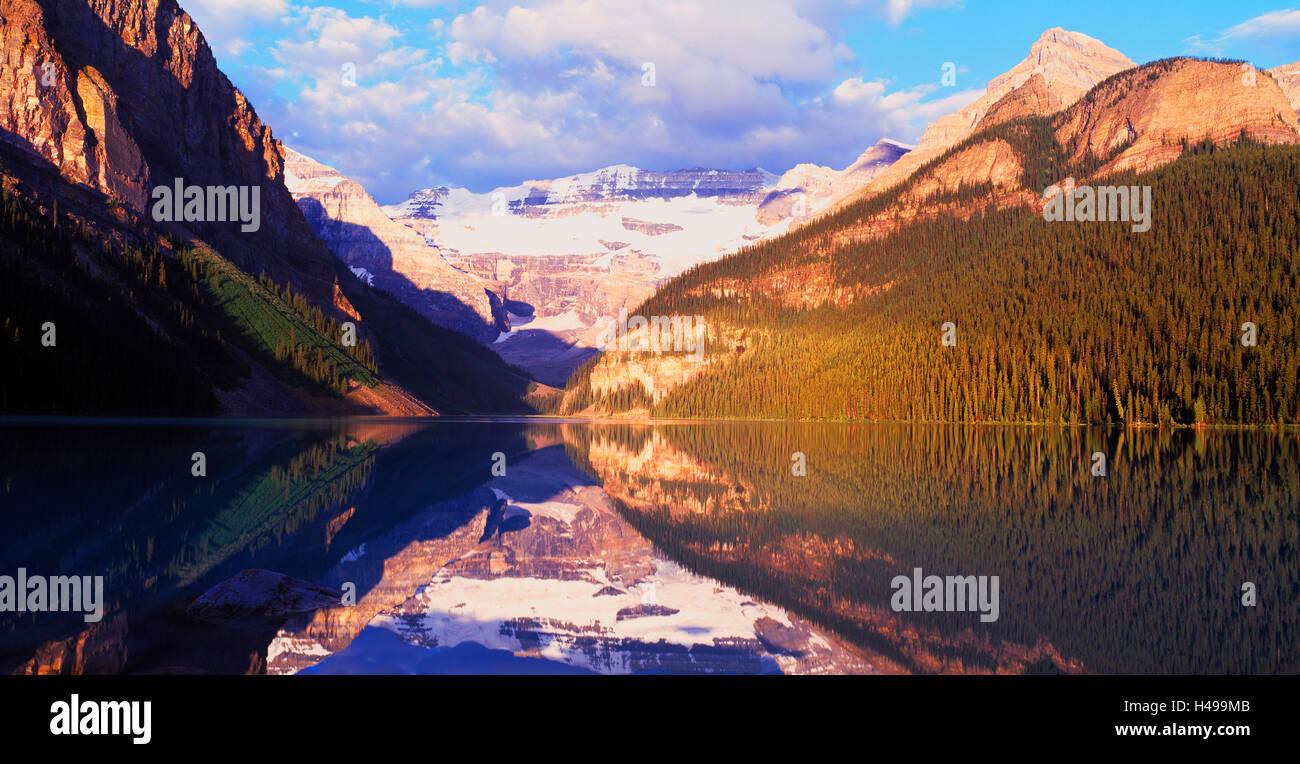 Lake Louise and the Victoria Glacier, Banff National Park, Alberta, Canada - Stock Image