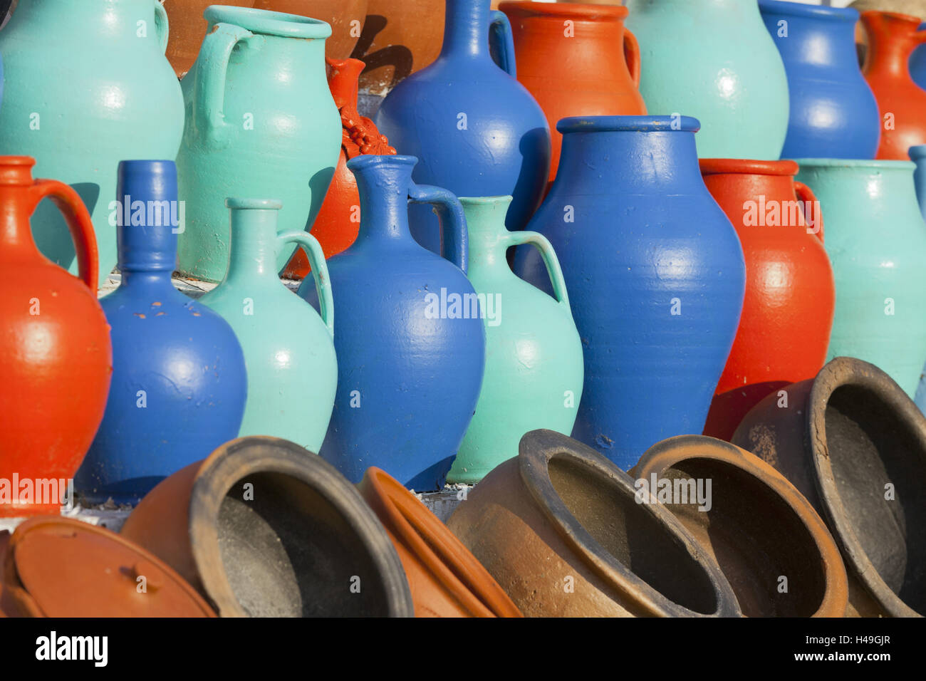 Coloured tone jugs, Göreme, Cappadocia, Anatolia, Turkey, - Stock Image