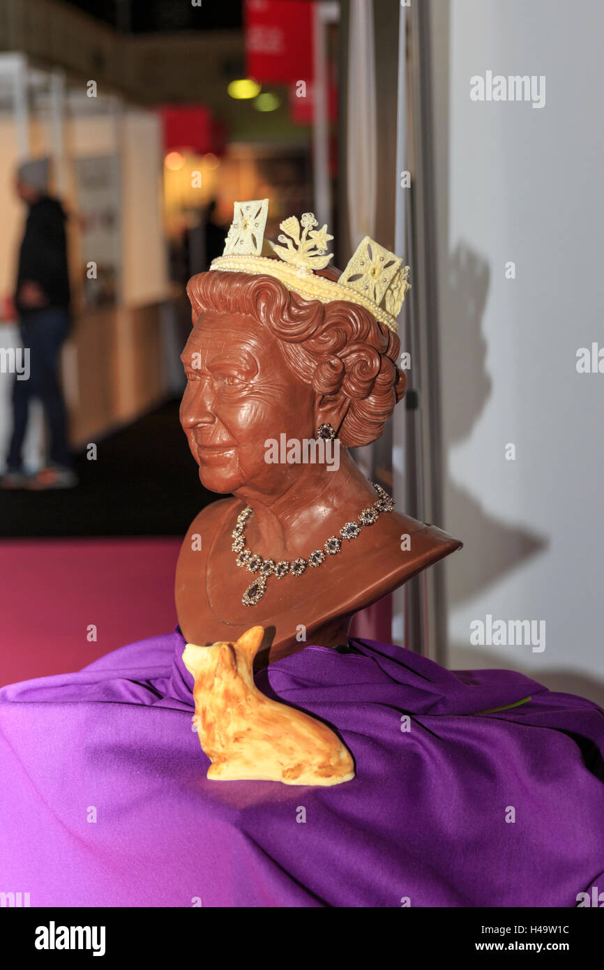 Kensington Olympia, London, 13th October 2016. A chocolate bust of the Queen and her corgies by Chocolatician at the show. The Chocolate show, the grand finale of Chocolate Week, opens at London's Olympia with a VIP gala evening and chocolate fashion show, before welcoming visitors from 14th-16th October. Credit:  Imageplotter News and Sports/Alamy Live News Stock Photo