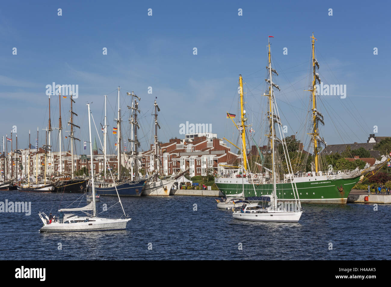 Great yachtsmen 'Alexander von Humboldt II' and 'Thalassa' lie with the quay Bonte to the JadeWeserPort - Stock Image