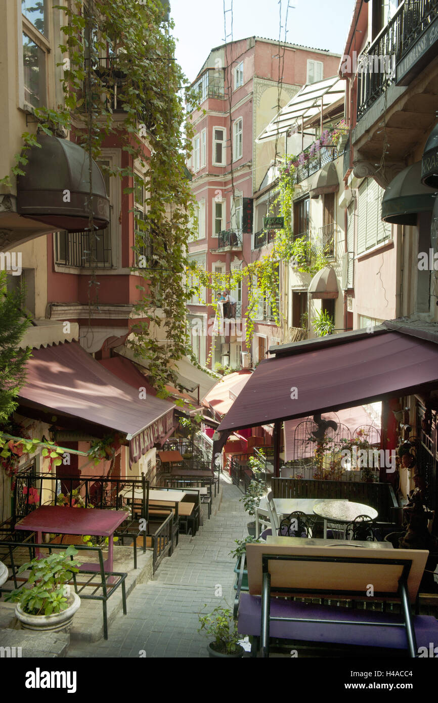 Turkey, Istanbul, Beyoglu, Fransiz Sokakgi, French street with bistros and French ambience, - Stock Image