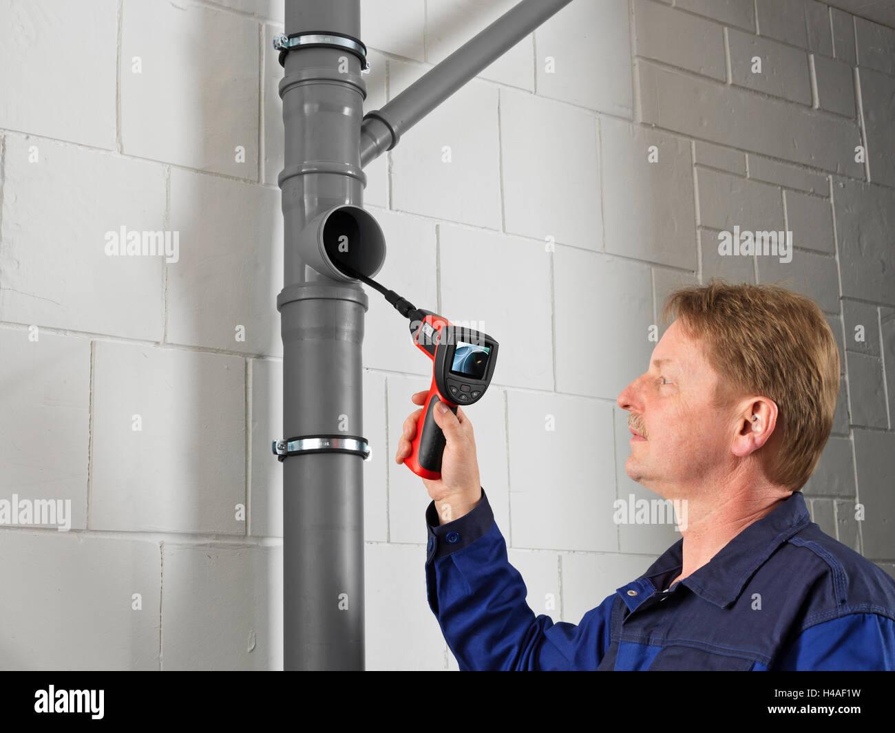 Endoscope camera, drainpipe, blocked, check, man - Stock Image