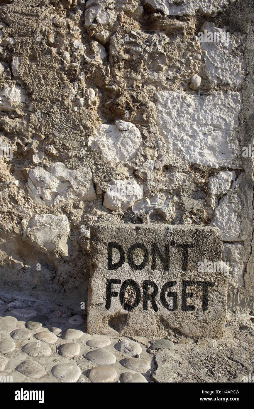 Europe, Bosnia-Herzegovina, Mostar, stone wall, sign, Don't Forget, - Stock Image