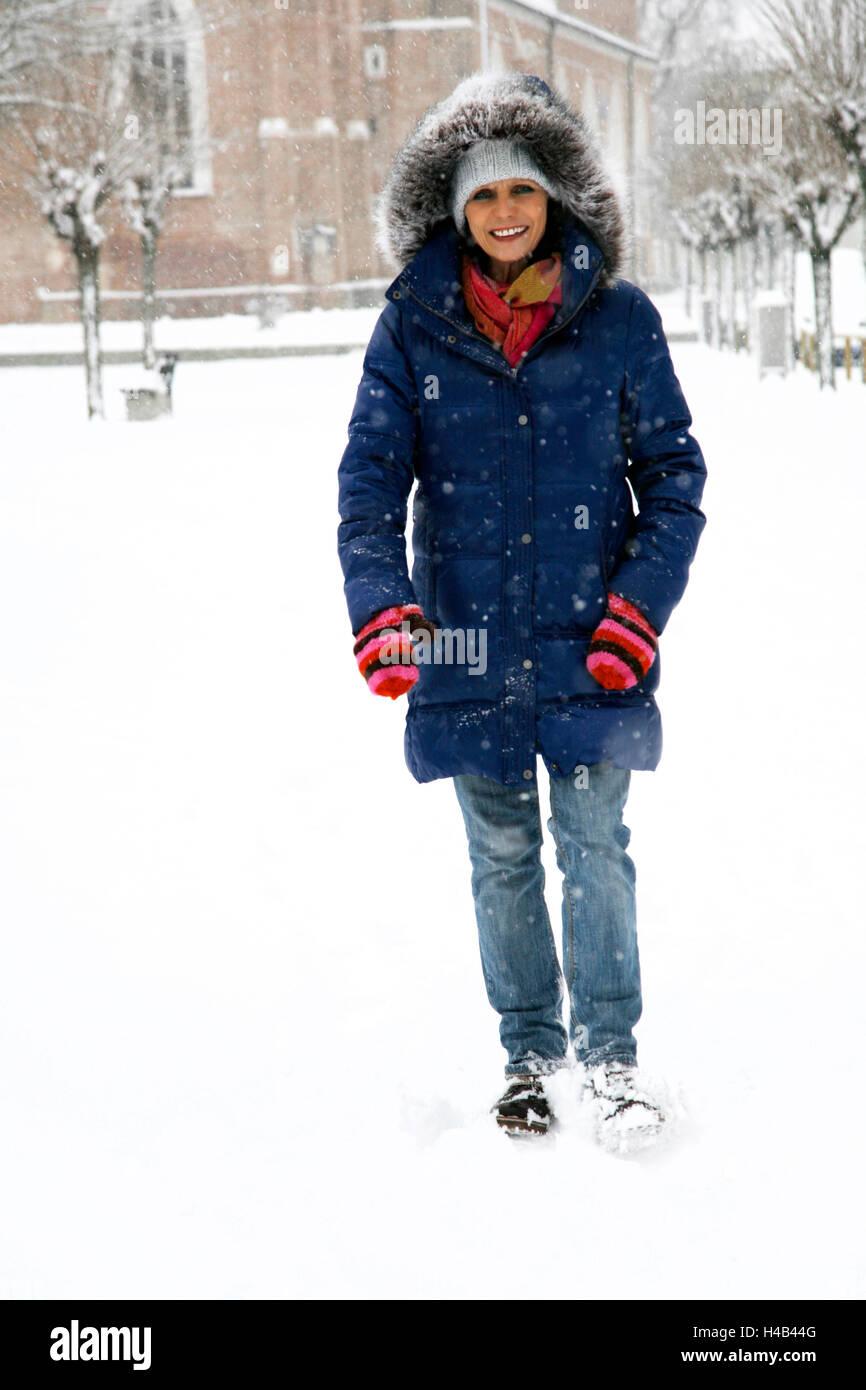 Woman, winter clothes, walk, snow - Stock Image